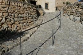 Capdepera – Falsches Geländer im alten Gemäuer