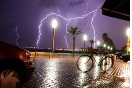 Auch auf der Sonneninsel Mallorca ist hin und wieder mit Blitzschlag zu rechnen.