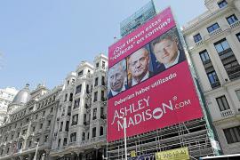 """Werbeplakat für das """"Seitensprung-Portal"""" in Madrid."""