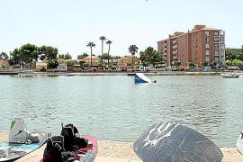 So sehen die Wakeboards an Land aus. Die verkabelte Strecke führt 220 Meter über den See.