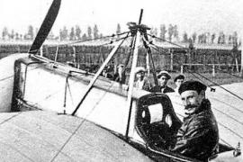 Dem katalanischen Piloten Salvador Hedilla gelingt am 2. Juni 1916 der Erstflug vom Festland zur Insel. Flugdauer: zwei Stunden.
