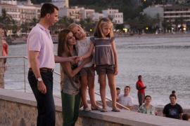 Familienausflug nach Sóller: Kronprinz Felipe mit Ehefrau Letizia und den Töchterchen Leonor und Sofía.