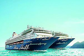 """Hauptpreis in der Tombola ist eine Reise für zwei Personen mit der """"Mein Schiff 1"""" oder mit der """"Mein Schiff 2""""."""