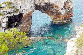 Eine der schönsten Strecken beginnt in der Bucht von Santanyí.