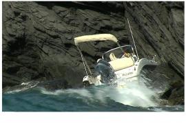 Das sechs Meter lange Boot stieß an die Felsklippen.
