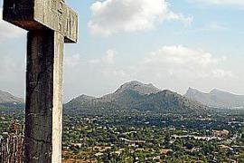 Die Aussicht von hier auf Ort und Berglandschaft ist einmalig.
