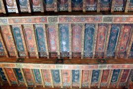 Die restaurierte Kassettendecke in der Kapelle.