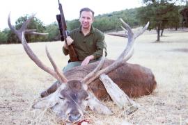Carlos Delgado, derzeit balearischer Tourismusminister, mit dem von ihm gejagten Hirschen.