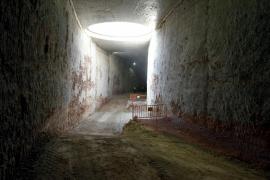 Die Tunnelwände müssen noch verkleidet werden.