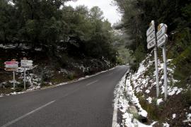 Straßensperren nach Schneefall