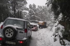 Touristen-Busse im Mallorca-Schnee steckengeblieben