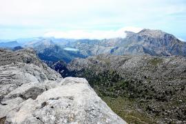 Die spektakuläre Aussicht entschädigt für die Mühen (das Foto zeigt den Puig Major und den Cúber-Stausee).