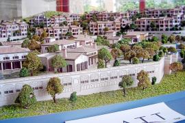 Das Bauherrenmodell  zeigt, wie das Hotelresort mit 142 Suiten aussehen wird.