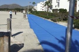 Der neue Straßenbelag auf der Strandpromenade – blau.