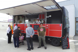 Hamburger und Hotdogs: Der rote Imbisswagen von Koldo Royo.