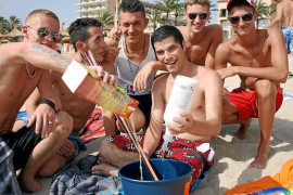 Partyszene am Ballermann auf Mallorca.