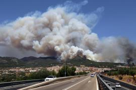 Von Freitag an stand eine Rauchwolke über den Bergen bei Andratx.