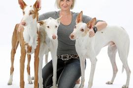 Miel, Axel und Baldur (v. l.): Podenco-Fan Christiane Nadol und drei ihrer Podenco-Schützlinge.