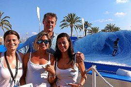 Hotel-Direktor Echevarría mit seinem Tweet-Team.