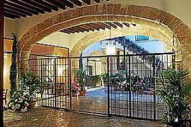 Das Hotel Can Cera, fünf Sterne Plus, besitzt zwölf Zimmer und ist in einem historischen Herrenhaus untergebracht.