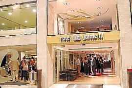 Das Hotel HM Jaime III (vier Sterne) liegt zentral am Paseo Mallorca und wartet mit Designer-Kunst auf.