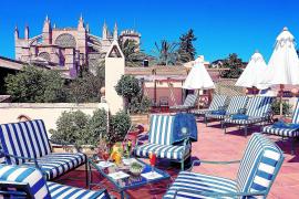 Von der Dachterrasse des Hotels Palacio Ca Sa Galesa ist die Kathedrale zum Greifen nah.