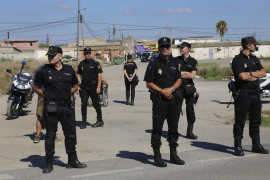 Die Polizei riegelte das Drogendorf ab.