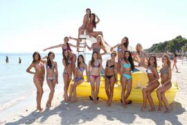 Die Kandidatinnen zur Wahl der Miss Tourism Spain 2013 in Alcúdia.