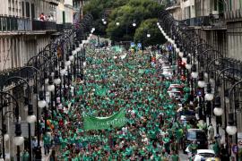 80.000 Menschen protestieren in Palma gegen Schulreform