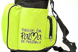 Kleines Souvenir aus Mallorca: Waren mit dem offiziellen Werbelogo der Stadt Palma als Tourismusdestination.