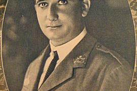 Das Porträt des Fliegerhelden kurz nach dem geglückten Atlantikflug Spanien-Argentinien 1926.