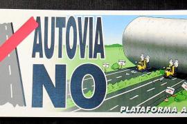 """Plakate vergangener Kampagnen des GOB: """"Autobahnen Nein""""."""