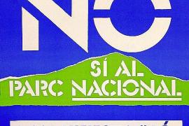 """Plakate vergangener Kampagnen: """"Cabrera - Militärmanöver nein, ja zum Nationalpark""""."""