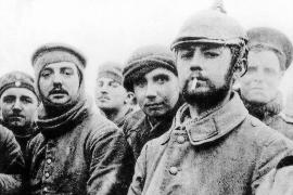 Deutsche Soldaten im Ersten Weltkrieg. Auf den Schlachtfeldern der Westfront in Frankreich starben Millionen von Männern.