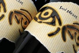 Der Son Negre 2010 der Bodega Anima Negra ist mit Preisen ab 120 Euro der teuerste Wein der Insel.