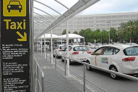 Bei Fahrten vom und zum Flughafen wird ein Zuschlag von 2,90 Euro fällig. Auch für jedes Gepäckstück muss extra bezahlt werden.