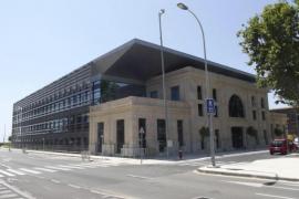 Der neue Amtssitz der Hafenbehörde in Palma: In das gläserne Gebäude wurde der ehemalige Sitz der Reederei Trasmediterránea, err