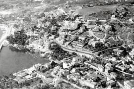 Palmas Stadtteil El Terreno an der Bucht von Can Bàrbara Ende der 1950er Jahre.