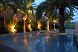 Gartenanlage samt Pool des Schlosses Bendinat.