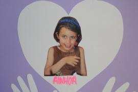 Freunde trauerten mit Plakaten um die Achtjährige.