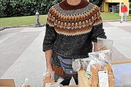 Peio Zalba verkauft auf Palmas Ökomarkt Brot und Gebäck aus Mehl von alten Getreidesorten.