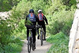 Neben Joggern sind auch Mountainbiker anzutreffen.