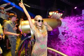 Paris Hilton in der Diskothek Amnesia auf Ibiza.