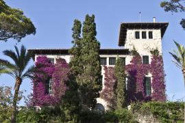 Das Herrenhaus in den March-Gärten von Cala Rajada.