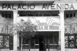 """Im ehemaligen """"Palacio Avenida"""" direkt an der Plaça d'Espanya befindet sich heute ein Hotel."""