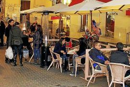 Läden ziehen das Publikum genau so an, wie die Kneipen in dem intimen Altstadtwinkel zwischen Carrer Sant Miquel und den Blumens