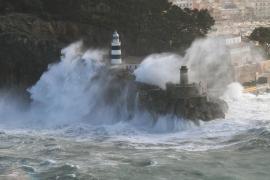Bis zu fünf Meter hohe Wellen in Sóller