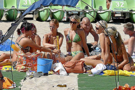 Eben noch im Alltag in Deutschland, jetzt auf der Strand-Bühne.
