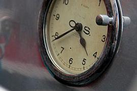 Detail der Lorycs: Chronometer.
