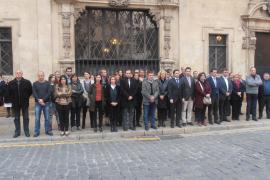 Schweigeminute vor Rathaus Palma